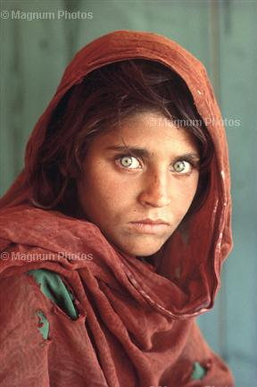 ojos-foto-por-stve-mccurry-pakistan-peshawar-1984-magunm-photos