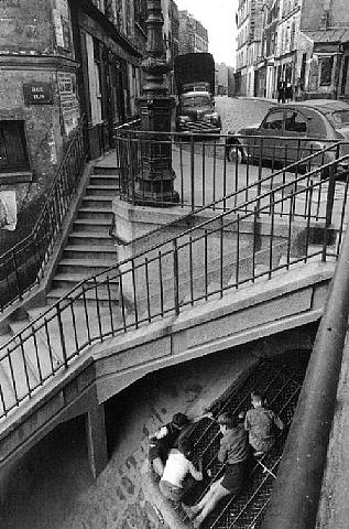 paris-vc66-foto-por-willy-ronis-1959-afterimage-gallery-dallas-usa-artnet