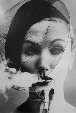 fumar.-WWS.-foto por William Klein.-Vogue.-Michael Hoppen Gallery.-pjotographie.-artnet