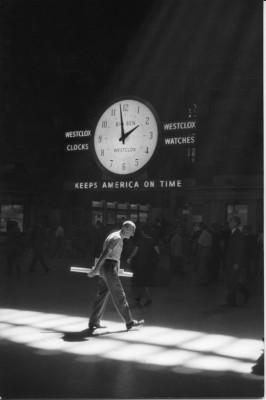 tiempo.-88.-Nueva York -estacion central 1960.-foto Neil Libbert.-Michael Hoppen Gallery