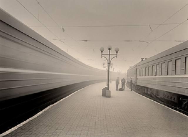 trenes.-13581.-fto por Roman Loranc.-Susan Spiritus Gallery.-Newport Bech.-USA.-photopgraphe artnet