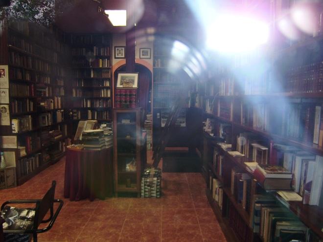 libreria Campomanes en calle de Campomanes,.inerior.-2.-29 agosto 2009