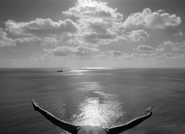 mar.-887g.-foto por Arno Rafael Minkkinen,.2002.-artnet