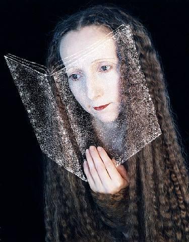 lectura-espejo.-A.-Rimma Gerlovina and Valeriy Gerlovin.-2001.-Lisa Sette Gallery.-Scottsdale,.USA.-photografie.-artnet