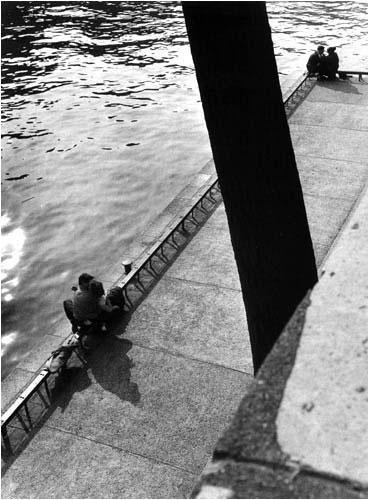 París.-ZZ.-Quai Malaquais, 1953.-por Villy Ronis.-Hackel Bury Fine Art