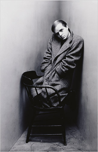 IRVIN PENN.-LL.-Truman Capote.-New York 1948.-foto Irving Penn.-Morgan Library Museum.-The New York Times.