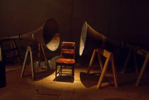 sonido.-AA- por Janet Cardiff y Georges Bures Miller-1995.-artnet