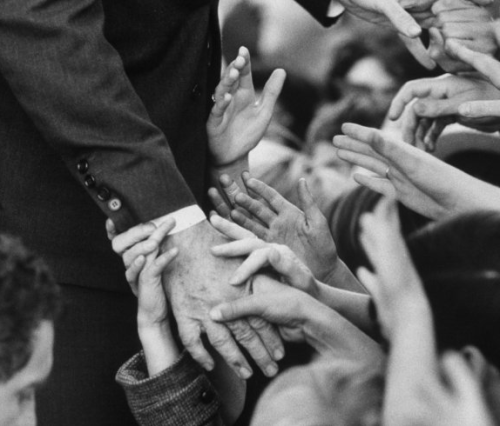 manos-nnbbio-Bill Eppridge- mil novecientos sesenta y seis