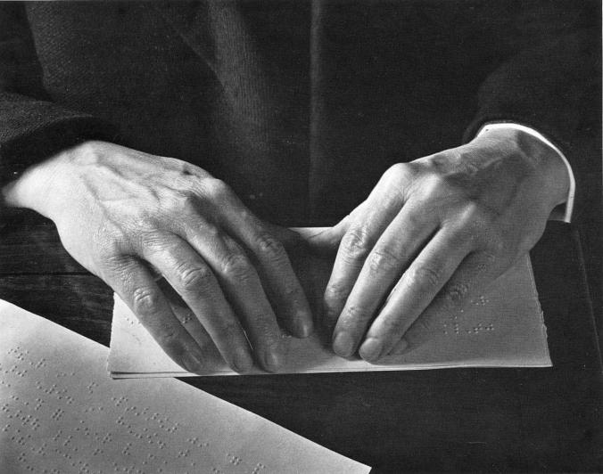 gentes-bbvvb-manos- ciegos- manos de lectura Braille- Imogen Cunningham- mil novecientos noventa y  tres