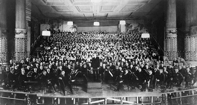 mahler-778-estreno-de-la-octava-sinfonia-de-mahler-en-estados-unidos-orquesta-dirigida-por-leopold-stolowski-wikipedia