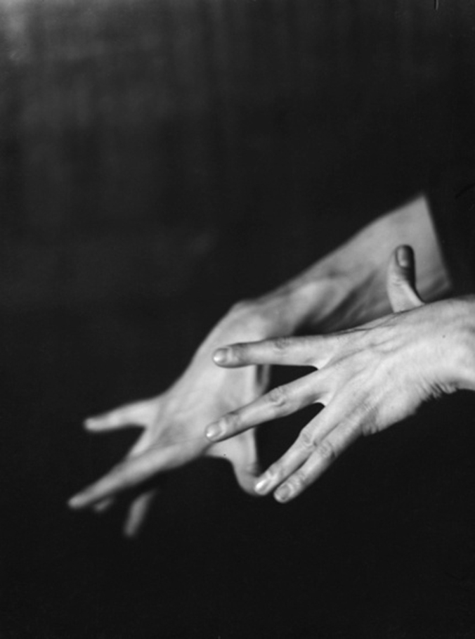 manos-rreev-germaine-krull-mil-novecientos-veintinueve